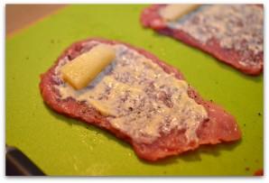 Свиные рулетики с сыром - фото шаг 4