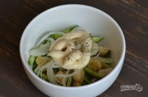 Салат с шампиньонами и огурцами - фото шаг 5