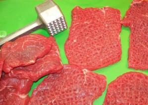 Рулетики из говядины с черносливом - фото шаг 2