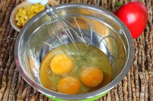 Творожная запеканка с болгарским перцем и кукурузой - фото шаг 2