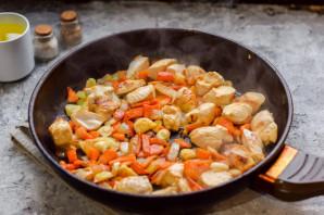 Рис с куриным филе на сковороде - фото шаг 5