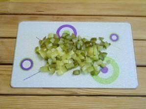 Салат с огурцами и сыром - фото шаг 2