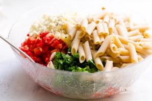 Салат с макаронами, овощами и сыром - фото шаг 4