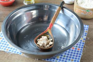 Лепешка с томатом и базиликом - фото шаг 2