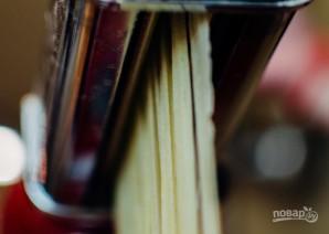 Самодельная паста с соусом из шалфея - фото шаг 11