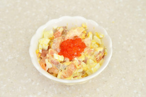 Салат по-царски с семгой и креветками - фото шаг 6
