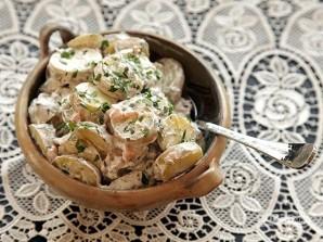 Картофельный салат с копченой рыбой - фото шаг 6