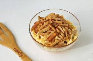 Салат с курицей и кириешками - фото шаг 6