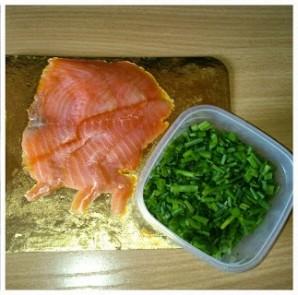 Лаваш с сыром и рыбой - фото шаг 1