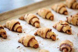 Пальчики с малиновым джемом и орешками - фото шаг 10