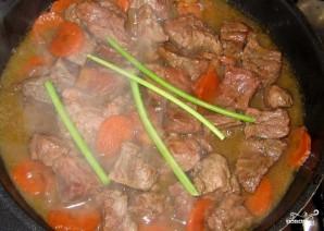 Мясо, тушенное с вином - фото шаг 5