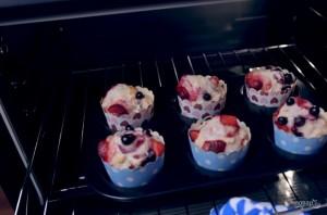 Полезные овсяные маффины с ягодами - фото шаг 3
