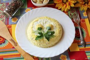Салат с консервированной горбушей и грибами - фото шаг 11
