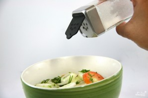 Салат из огурцов и лука - фото шаг 2