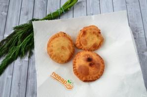 Пирожки с фетой, помидорами и зеленью - фото шаг 12