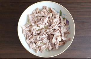 Салат с мясом и маринованными грибами - фото шаг 4