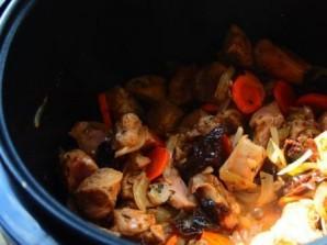Филе индейки, тушенное с черносливом  - фото шаг 7