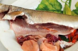 Рыба жареная с луком - фото шаг 2