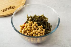 Салат с нутом и морской капустой - фото шаг 3