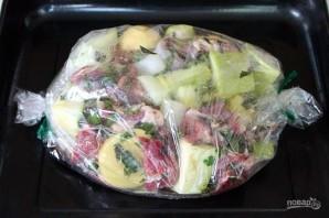 Баранина маринованная и запеченная в рукаве с овощами - фото шаг 5