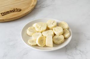 Бананово-ягодный смузи - фото шаг 2