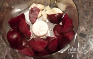 Салат с черносливом и грецким орехом - фото шаг 6