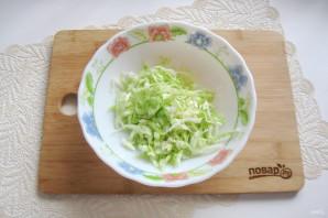 Овощной салат с капустой, помидорами, огурцами и зеленью - фото шаг 2