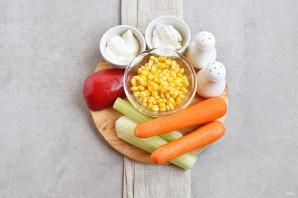 Салат с морковью и кукурузой - фото шаг 1