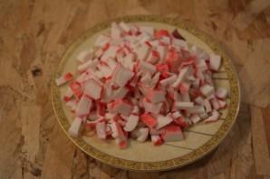 Диетический салат с крабовыми палочками - фото шаг 3