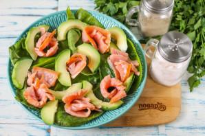 Салат с горбушей и авокадо - фото шаг 4