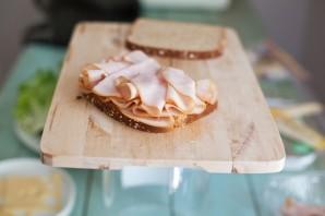 Бутерброды с колбасой на праздничный стол - фото шаг 3