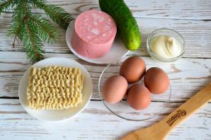Салат с колбасой и вермишелью быстрого приготовления - фото шаг 1