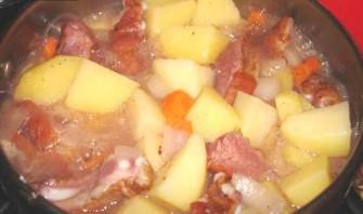 Тушеная картошка с копчеными ребрышками - фото шаг 5