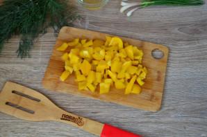 Салат из помидоров, огурцов и перцев - фото шаг 4