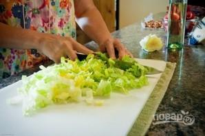 Салат с клубникой и орехами - фото шаг 4