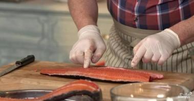 Копчение рыбы в духовке - фото шаг 1