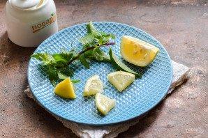 Компот из смородины с мятой и лимоном на зиму - фото шаг 3