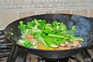 Лапша с овощами в воке - фото шаг 4