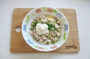 Салат с курицей, горошком и огурцом - фото шаг 8