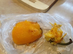 Салат с моцареллой, запеченными перцем и помидорами - фото шаг 4