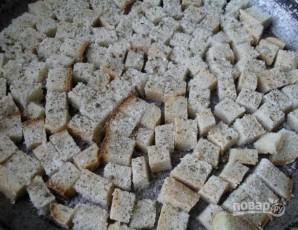 Салат с сухариками и кукурузой - фото шаг 2