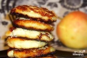 Сырники с яблоками - фото шаг 8