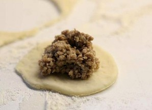 Пирожки с фаршем на сковороде - фото шаг 2