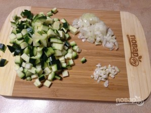 Фаршированные конкильони с соусом из цукини - фото шаг 2