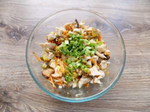 Салат с курицей и белыми грибами - фото шаг 9