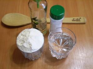 Тесто для пельменей на кипятке - фото шаг 1