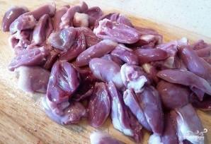 Куриные сердечки в томатном соусе - фото шаг 1