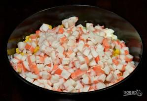 Салат с кукурузой и крабовыми палочками - фото шаг 4