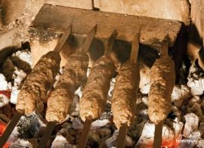 Люля-кебаб из говядины на шампурах - фото шаг 6