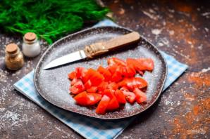 Салат из сыра, помидоров и крабовых палочек - фото шаг 2